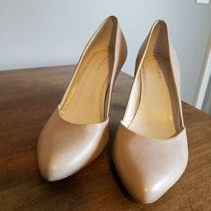 Tahari nude taupe heels size 7.5